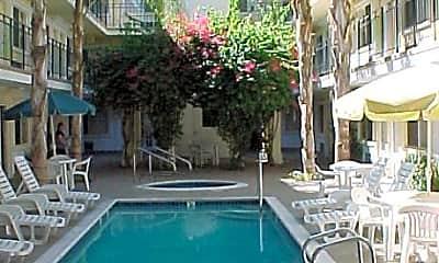 Tarzana Courtyard, 0