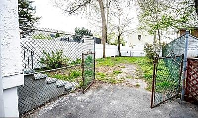 Patio / Deck, 204 E Avon Rd, 2