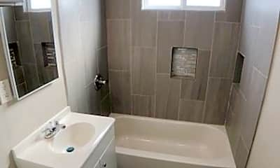 Bathroom, 810 W D St, 2