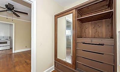 Bathroom, 825 William Howard Taft Rd 36, 2