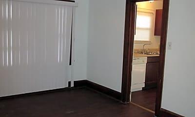 Bedroom, 807 E Midlothian Blvd, 2