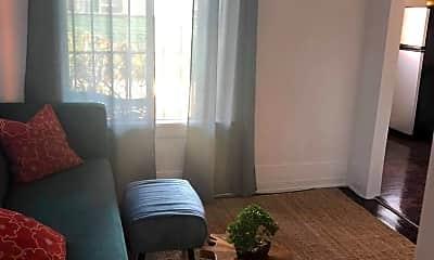 Living Room, 2801 S Budlong Ave, 1