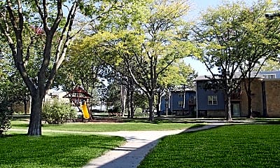 Courtyard, Ridgecrest Apartments, 1