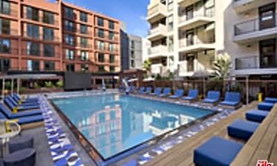 Pool, 6200 Hollywood Blvd 3604, 1