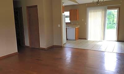 Living Room, 154 Green Acre Cir N, 1