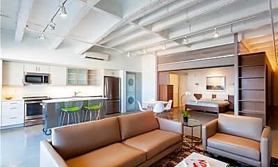 Living Room, 840 Carondelet St 312, 1