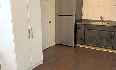 Kitchen, 2104 32nd St, 2