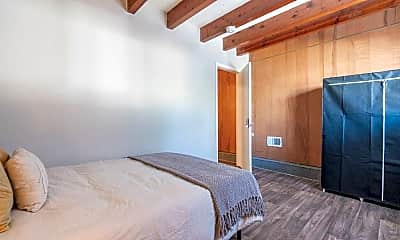 Bedroom, Room for Rent -  a 8 minute walk to bus 193 &, 2