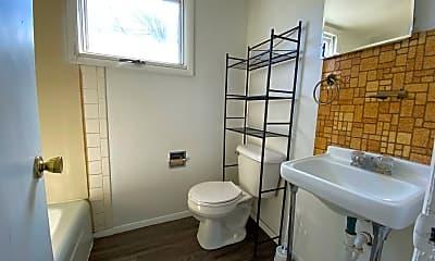 Bathroom, 821 W 8th St, 2