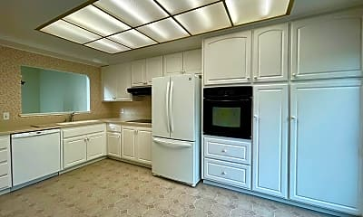 Kitchen, 821 Commons Dr, 1