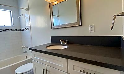 Bathroom, 1421 College View Dr, 2