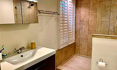 Bathroom, 118 S Main St 203, 2