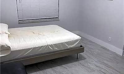 Bedroom, 3532 N Dixie Hwy, 2