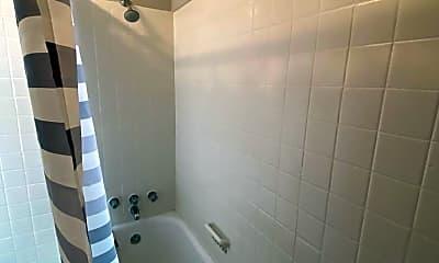 Bathroom, 442 Poplar St, 2