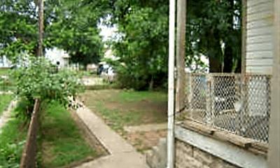 Patio / Deck, 341 S Richardson Ave, 1