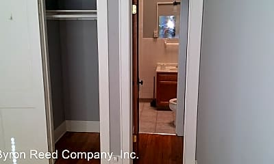 Bathroom, 1818 Vinton St, 0