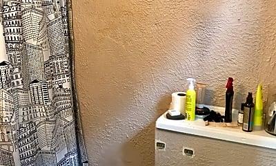 Bathroom, 2828 N Fratney St, 2