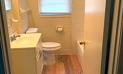 Bathroom, 2807 Brightwood Ave, 2