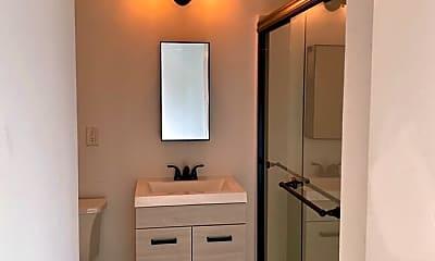 Bathroom, 910 Shelby Ave, 2