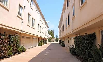 Building, 632 Meyer Ln A, 2