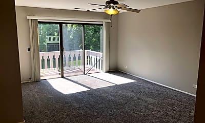 Living Room, 552 Greystone Ln, 1