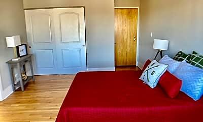Living Room, 6720 N Sheridan Rd, 1
