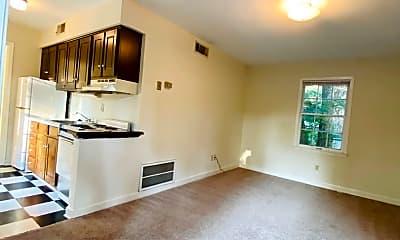 Living Room, 102 S Nash St, 1