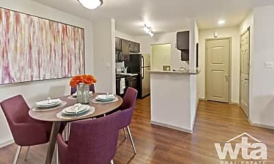 Dining Room, 2239 Cromwell Circle, 1