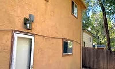 Building, 2528 Tremont St, 2