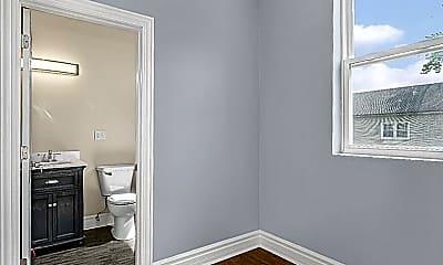 Bathroom, 827 W 50th Pl, 2