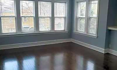 Living Room, 5653 N Talman Ave, 1