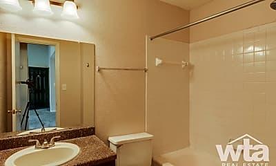 Bathroom, 1348 Thorpe Ln, 2