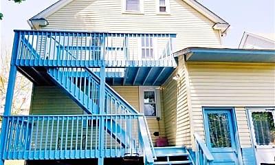 Building, 220 E Pearl St, 1