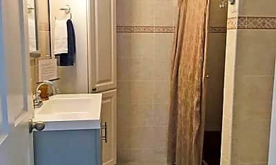 Bathroom, 159 Walnut St, 2