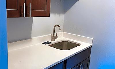 Kitchen, 3104 Archwood Ave, 1