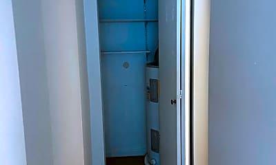 Bathroom, 1750 NW 58th St, 2