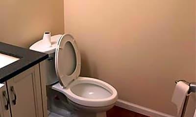 Bathroom, 1305 Catalpa Dr, 2