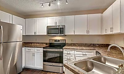 Kitchen, The Links At Windsor Parke, 2