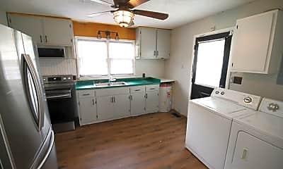 Kitchen, 184 Maple Dr, 2