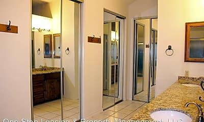 Bathroom, 2141 Surrender Ave, 2