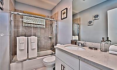 Bathroom, 5300 Pierce St 1, 1