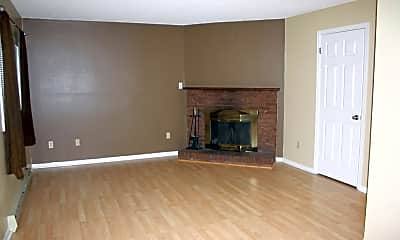 Living Room, 116 Clover Ct, 1