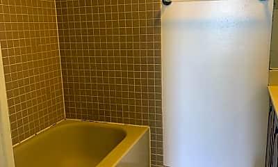 Bathroom, 1301 N Courthouse Rd 802, 2