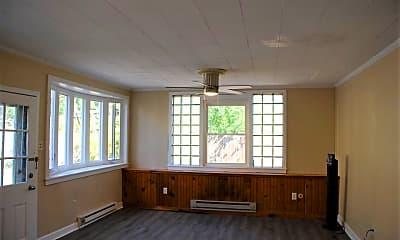 Living Room, 724 W Broad St, 1