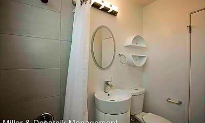 Bathroom, 717 Washington Blvd, 2