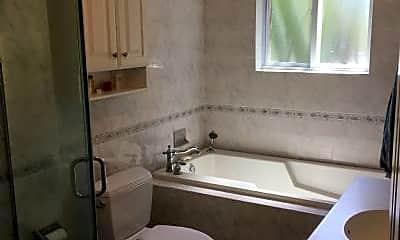 Bathroom, 915 John F. Kennedy Blvd, 1