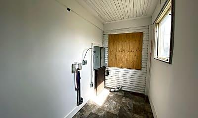 Bedroom, 2305 W Broadway Ave, 2