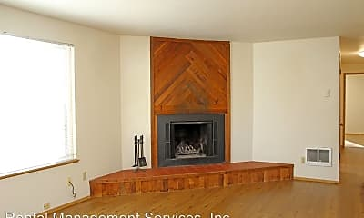 Living Room, 548 NE Tillamook St, 1