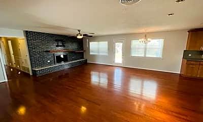 Living Room, 1406 W Palm Dr, 1