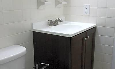 Bathroom, 2006 W Genesee St, 2